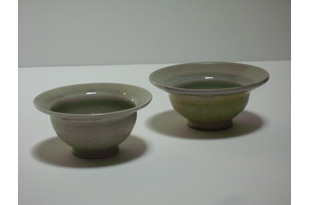 ACC1368: 2 Small Beige Bowls